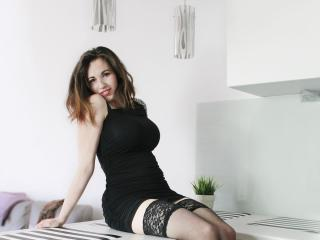 Voir le liveshow de  EliseFlirt de Xlovecam - 28 ans - I enjoy giving pleasure and bringing to life you every fantasy. Let me know your desires and yo ...