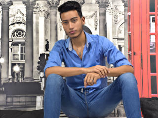 Enjoy your live sex chat JayJayHot from Xlovecam - 26 years old -
