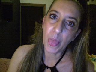Voir le liveshow de  LaSexyBelge de Xlovecam - 46 ans - Belle brune aimant  se donner du plaisir et offrir du plaisir, toujours bien chaude