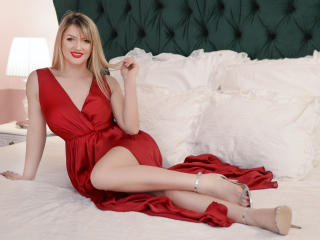 Voir le liveshow de  TynaHelenne de Xlovecam - 24 ans - I Have a fun personality and I would love to get to know more fo your fantasies and what makes ...