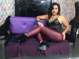 Voir le liveshow de  SexyKendall de Xlovecam - 39 ans - Milf Brunette   with  big curves.  New into BDSM but lots of sex experience. Im outgoin and se ...