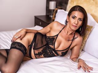 XeniaMILF sexy cam girl