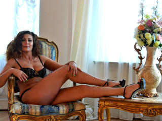 Voir le liveshow de  JuliannaX de Xlovecam - 44 ans - I am a sexy, friendly, outgoing model who is ready and waiting to bring your inner desires and n ...