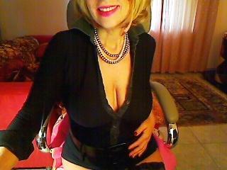 Voir le liveshow de  ChanelleHot de Xlovecam - 51 ans - A sensual woman for those who like this