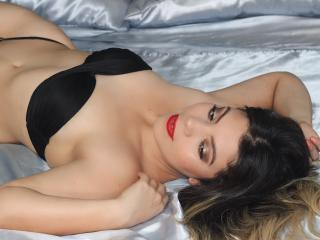 Voir le liveshow de  ValerySains de Xlovecam - 22 ans - Hot woman for you