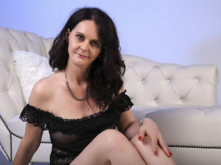 Voir le liveshow de  BrendaBelleForYou de Xlovecam - 48 ans - Hello guys! I'm Brenda, 48 years old, from Ungary. I'm a mature woman with a big appetit ...