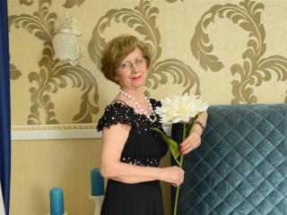 Voir le liveshow de  DivineCarla de Xlovecam - 65 ans - Classy mature blonde lady eager to have fun online