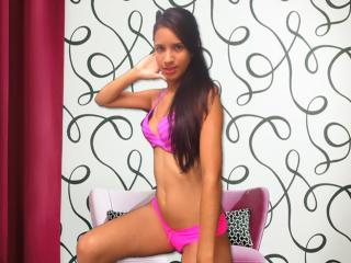 Voir le liveshow de  AnaisChaude de Xlovecam - 19 ans - Naughty little girl, I'm into rough sex and nasty games. I am open to new things and willing t ...