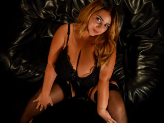 Voir le liveshow de  BustyKendra de Xlovecam - 23 ans - Do you want to open my treasure chest? Beautiful busty lady eager to make your sweet thing dis ...