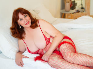 Voir le liveshow de  HugeBoobsShow de Xlovecam - 58 ans - Sexy & elegant single Mature woman with slender figure and huge natural boobs always in mood ...