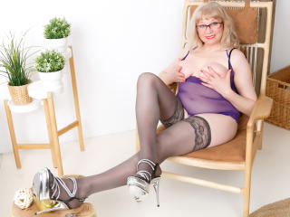 Voir le liveshow de  AmazingBoobsShow de Xlovecam - 51 ans - Hot not experienced mature. Role-play. Big boobs. Cummin and play