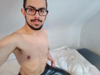 Voir le liveshow de  Coorey de Xlovecam - 19 ans - I m hot and sexy
